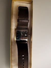 NICE DKNY MENS WATCH DISTRESSED LEATHER STRAP  Brossard