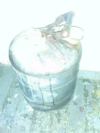 Antique old fashioned metal gas can in great worki Enfield, 06082