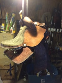 brown leather horse saddle \