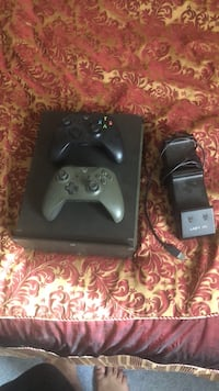 Xbox one S 1tb +2 controllers and controller charging station Easton, 18040