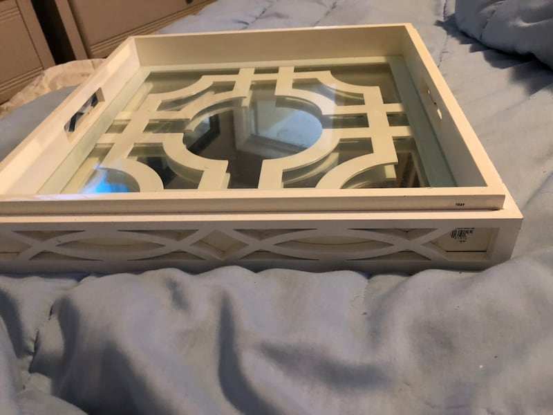 Beautiful two piece mirrored tray 002bd354-e8d4-4720-bb9c-cec453f01459