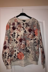 Woman's sweater Laval, H7W 5M9