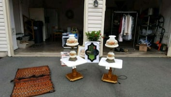 Marble set of 2 pedestal accent tables