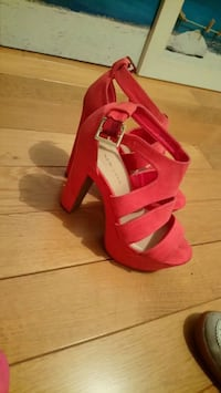 paire de talons chunky rouges à bout ouvert Herblay, 95220