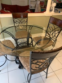 5 peace dinning table set Mississauga, L5B 3C9