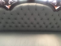 Stylish couch in excellent condition Markham