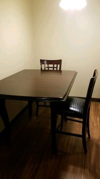 Dining Table Set w/ 4 elegant chairs