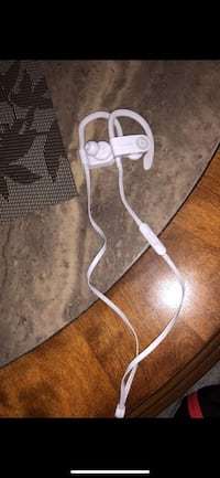 WHITE WIRELESS POWERBEATS! Gainesville, 20155