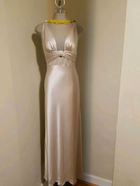 New evening dress. Size: small