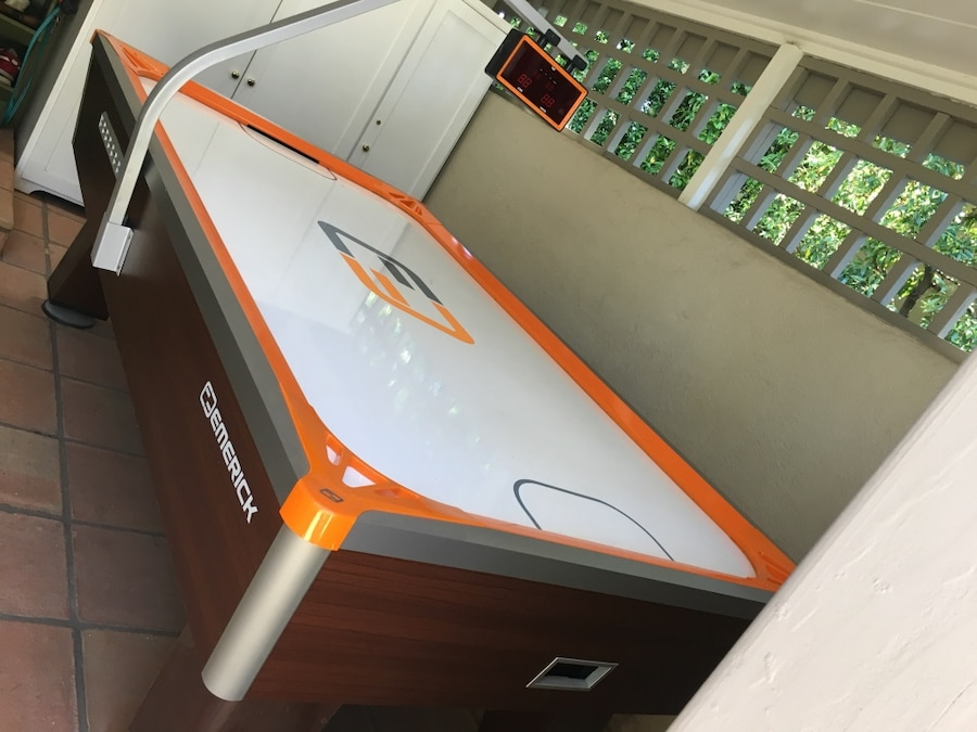 Superbe Used Emerick Air Hockey Table For Sale In San Marino