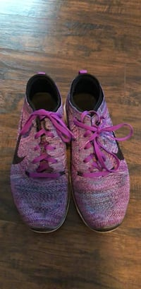 pair of purple-and-pink running shoes Moxee, 98936