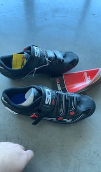 Mountain bike shoes