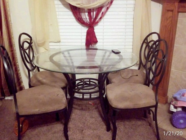 glass dinning table with 4 chairs  2ecdf6c0-de4c-46fc-86d1-23e9f200feeb