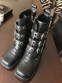 pair of black leather boots Des Moines, 50317