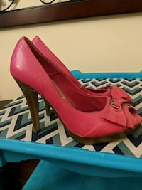 pair of women's pink leather pumps Rockford, 61112
