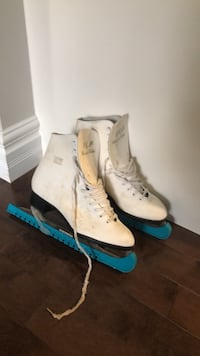 pair of white-and-blue inline skates Mississauga, L5H 2X1