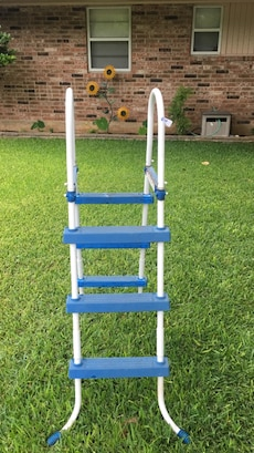 Blue And White A Frame Step Ladder In Bandera Letgo