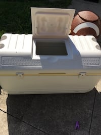 Extra large igloo cooler Toronto, M6A 1X2