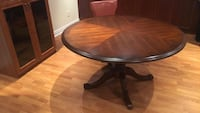 Solid wood table with 5 chairs , very good & clean condition.. no scratches or damages Milton, L9T 6Y5