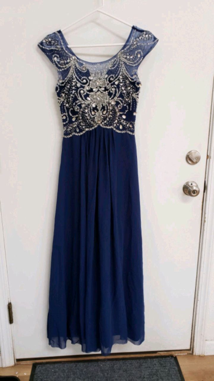 Photo Blue dress for a 5 foot person
