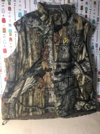 """""""Brand New""""Camouflage Reversible Fleece Vest (Firm Price) Pick Up Only ) Summerville, 29486"""