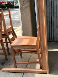 BEAUTIFUL  4 CHAIR ???? TABLE SET  VERY STURDY DURABLE  BEAND NEW $110
