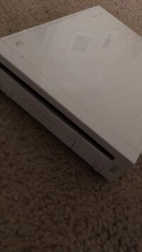 Wii in great condition with all the features and accessories. Ashburn, 20148