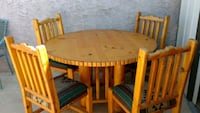 Knotty pine table and chairs Phoenix, 85032