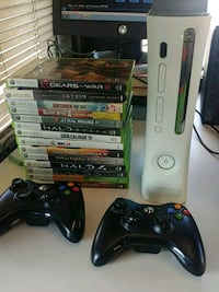 white Microsoft XBOX 360 with controller and game case lot Jersey City, 07307