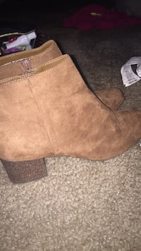 sparkely boots , size 7.5 Seguin, 78155