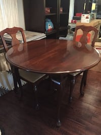 Table with leaf extension and 3 matching chairs