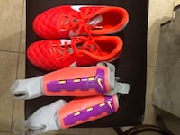Girls size2.5 Nike soccer cleats & shin guards.Only worn once!! Naples, 34116