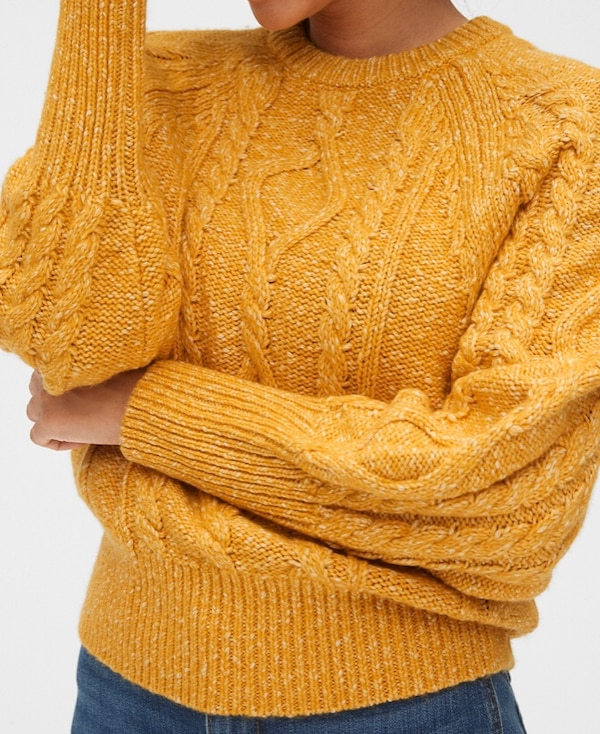 Gap Cable Knit Crew Sweater e8b86156-9549-4663-98b7-fae5a7cabe24