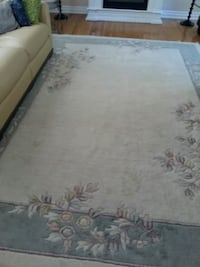 white and gray floral area rug Brampton, L6S 1B5