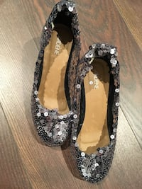 pair of black-and-gray floral flats Montréal, H2J 3P3