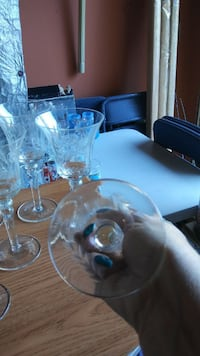 Beautiful Stemware 7 glasses, 2 have a minor small chip null