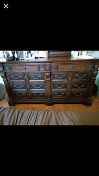 Spacious dresser +mirror comes with bed side table as well Longueuil, J4T 1K6