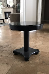 Accent table East Gwillimbury, L9N 1R3
