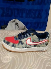 unpaired white, blue, red Nike Air Max sneaker