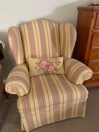 2 Living Room Chairs  Monroeville, 08318