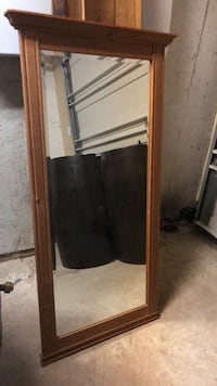 Mirror with wood frame Welland, L3C 1M8