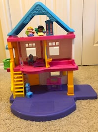 Fisher price doll house Edmonton, T6R 0H3