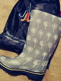 Brand New Size 8 Jilleon Fur Inside Rainboots Accokeek