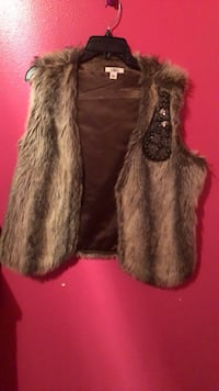 Ladies Fur vest in excellent conditions, in size large Houston, 77073