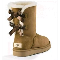 UGGs Bailey bow 2 Chestnut brown Toronto, M4A 1A1