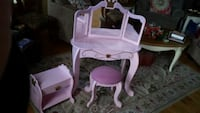 white and pink wooden vanity table Leesburg