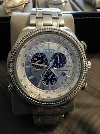 round silver-colored Citizen chronograph watch with link bracelet Georgetown, 40324