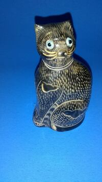 Very quirky cat carving from horn