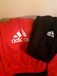 Ladies  jogging set,Adidas if it's  here  it's  av St. Catharines, L2M 4G1