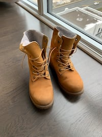 Timberland boots women size 8 Toronto, M8Y 3H8
